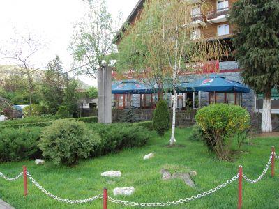 Der Park Vor Dem Ursu Negru-Restaurant